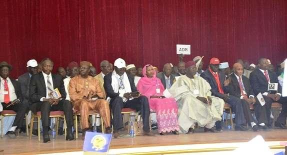 Une centaine de partis politiques soutient Idriss Déby