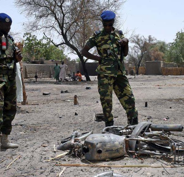 Quatre soldats tués dans une explosion de pirogue au Lac