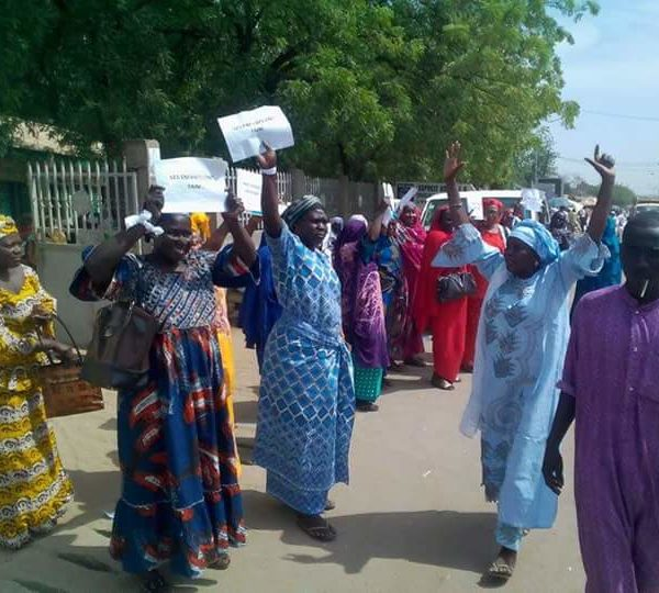 Les femmes de la plateforme syndicale se préparent  pour la marche pacifique