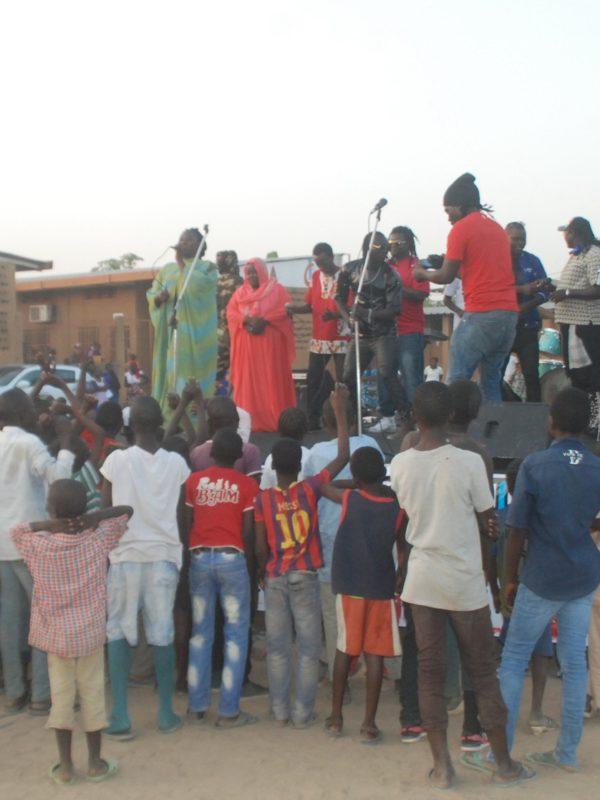 Un spectacle pour la promotion des droits à l'éducation des enfants