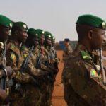 Attaque du camp militaire malien: bilan revue en hausse, la présidence condamne et l'opposition mesure 2