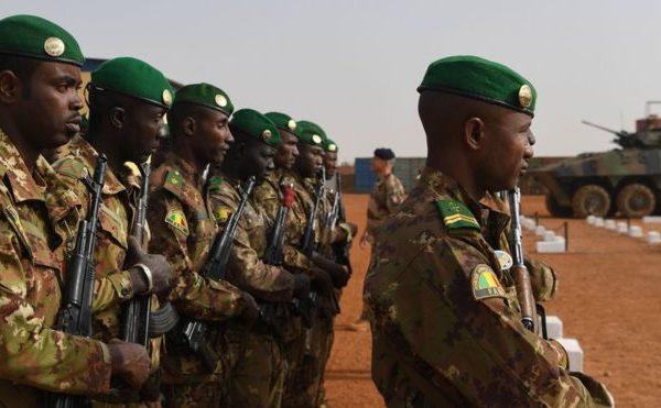 Mali : au moins 16 morts dans l'attaque d'une base militaire de l'armée malienne