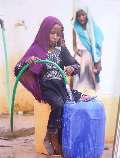 De l'eau et des latrines pour les populations