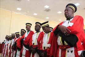 Cinq membres de la cour suprême sont installés 1