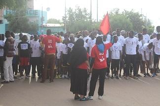 Deux cent personnes ont marché en soutien aux malades de cancer du col de l'utérus