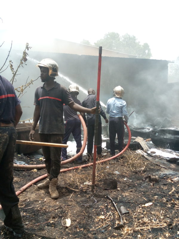 Incendie dans un entrepôt de pneus à Chagoua