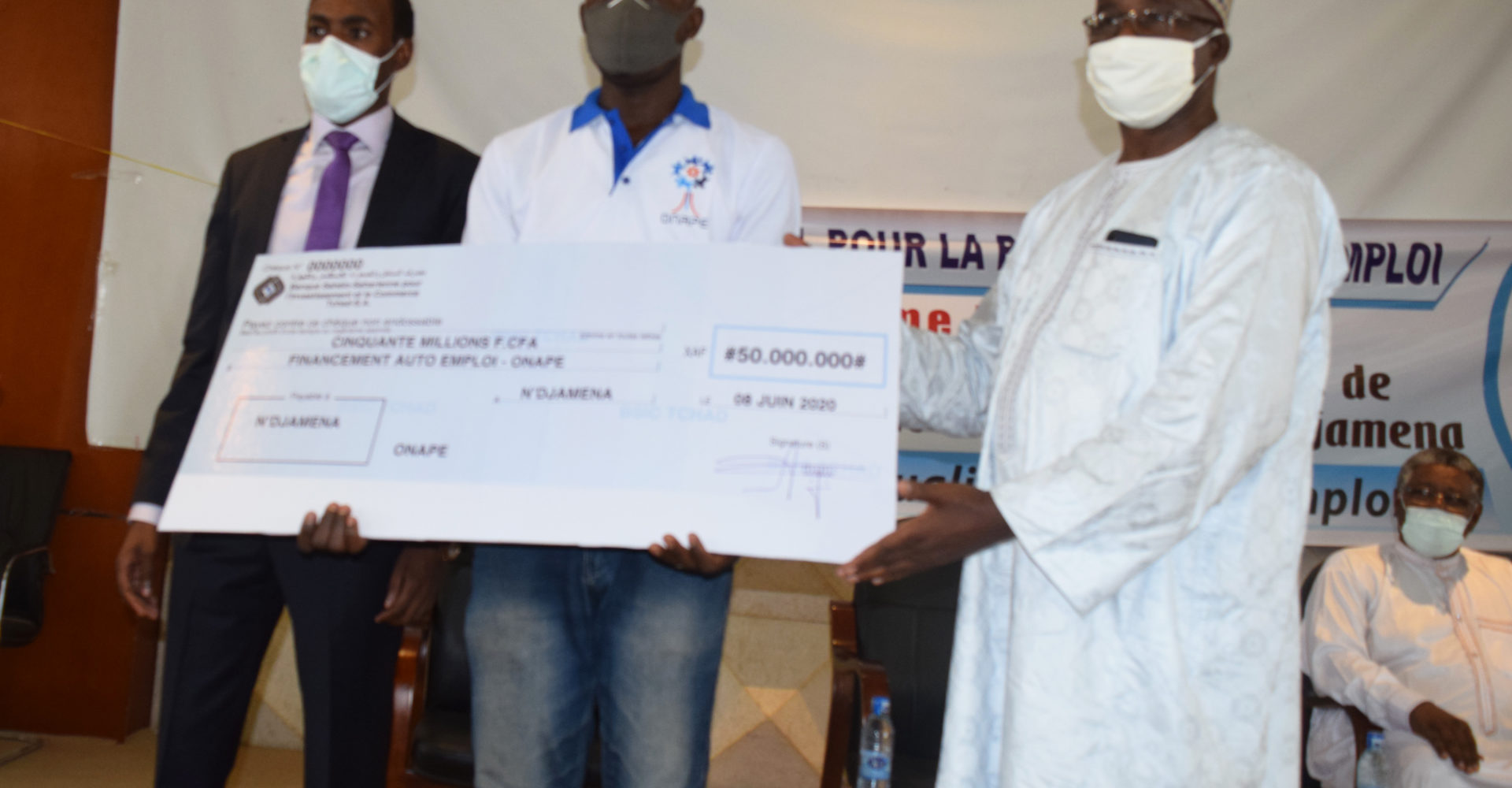 L'Onape remet un chèque de 50 millions Fcfa à 28 promoteurs d'emplois 1