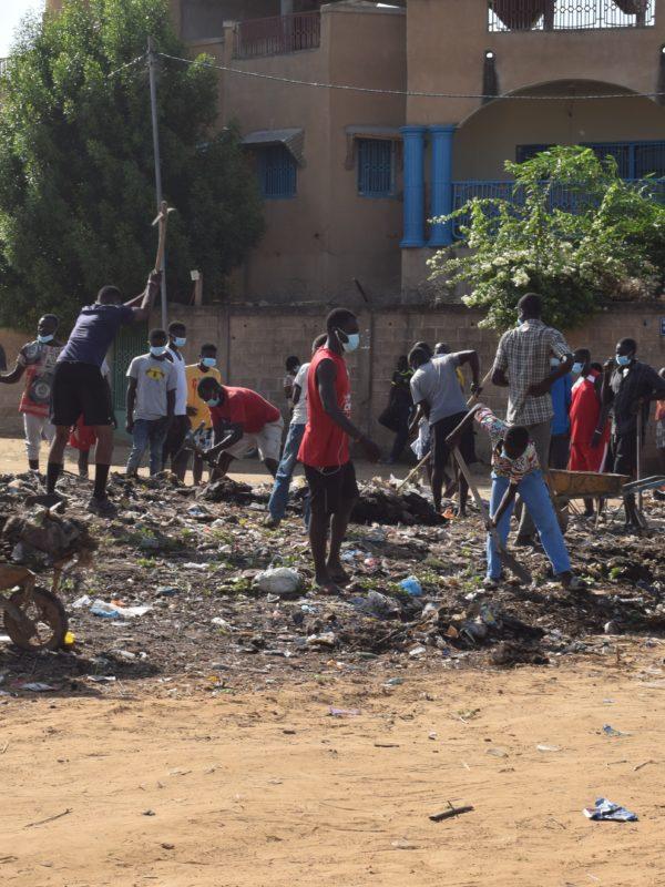 La compagnie ThéâtrElan donne un coup de balai à rue 5.648 de Chagoua