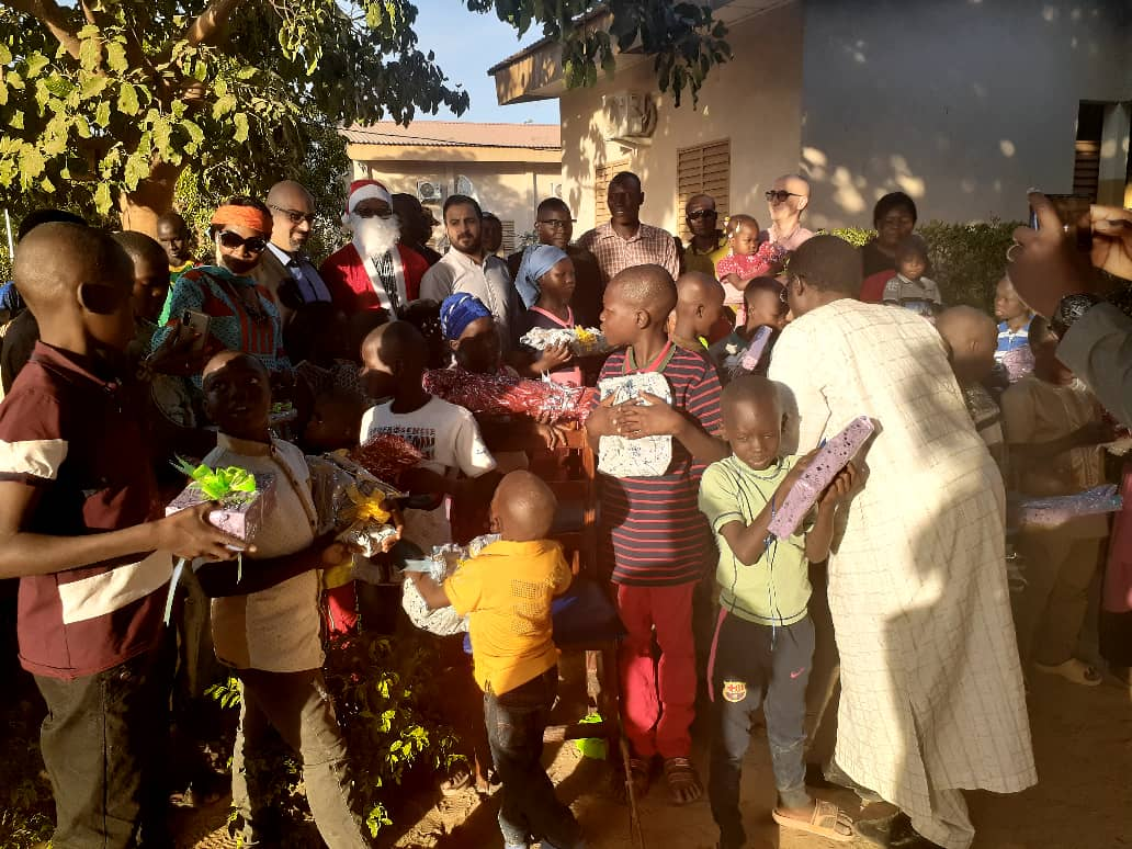 Premier Bet Tchad donne du sourire aux enfants du village Sos 1