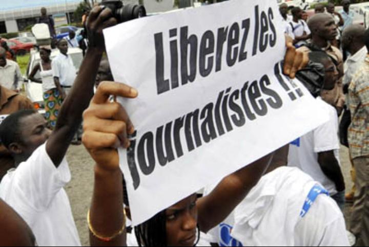 Au moins 274 journalistes emprisonnés, un record dans le monde 1