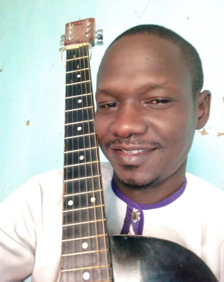 Eric Masdingam: lechantre à la louange chevillée au corps 1