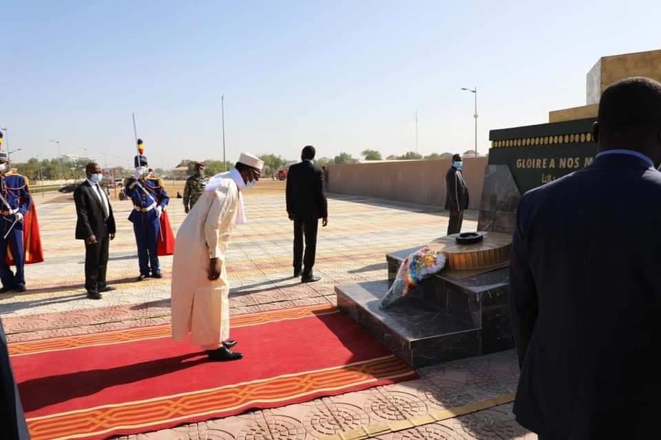Dépôt de gerbes de fleur au nouveau monument des martyrs 1