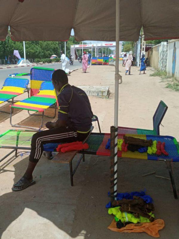 À N'Djamena: la confection des lits picots est une activité qui fait vivre