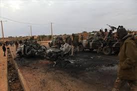 Attaque du camp militaire malien: bilan revue en hausse, la présidence condamne et l'opposition mesure 1