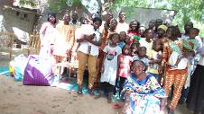 Asjetry fait un don de vivre à l'orphelinat Apsao 1
