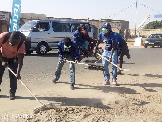 Le Rotaract club nettoie l'avenue Jacques Nadingar 1
