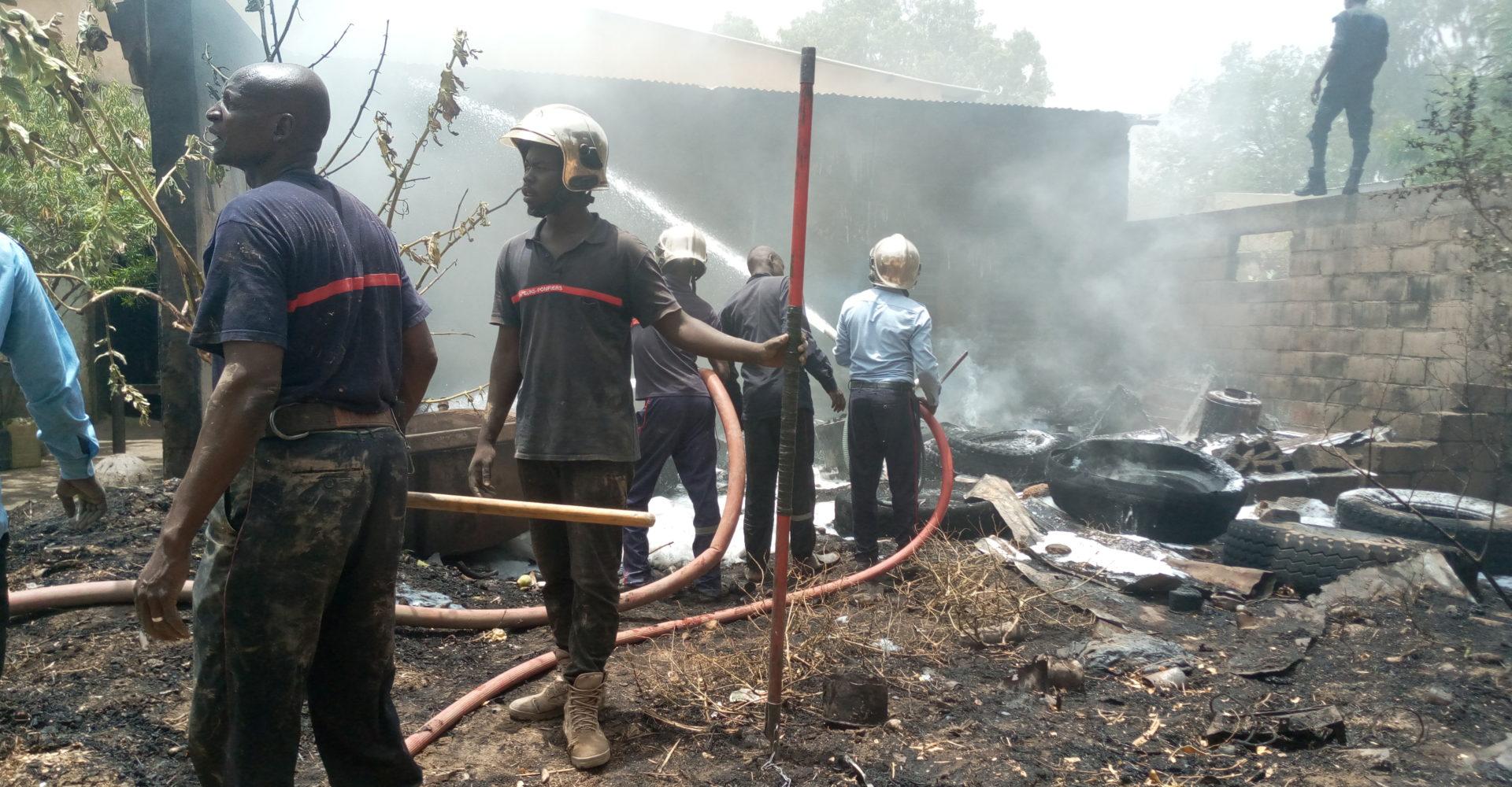 Incendie dans un entrepôt de pneus à Chagoua 1