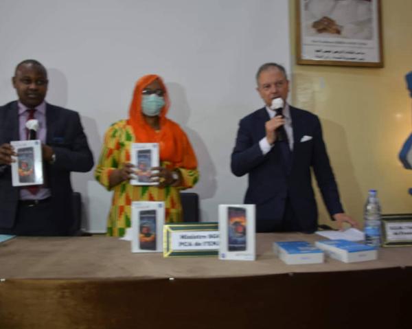 L'ambassade de France au Tchad donne 123 tablettes à l'Ena