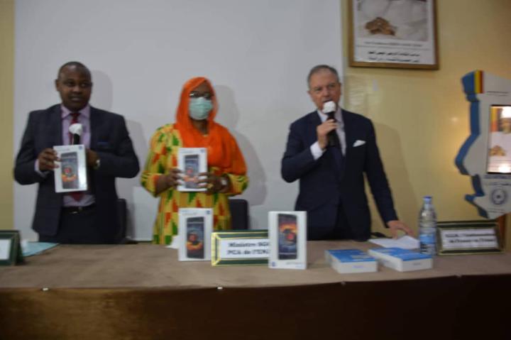 L'ambassade de France au Tchad donne 123 tablettes à l'Ena 1