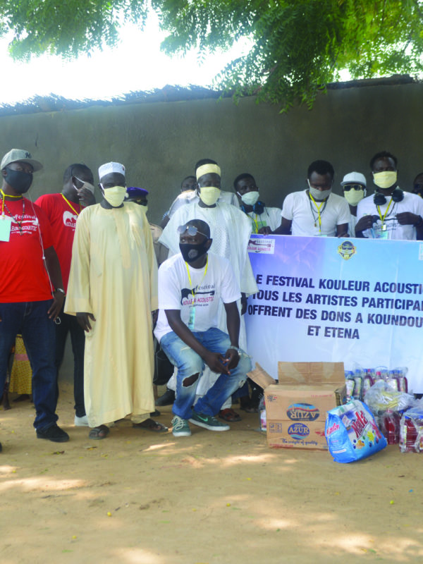Kouleur Acoustic: remise de don aux déminus à Koundoul