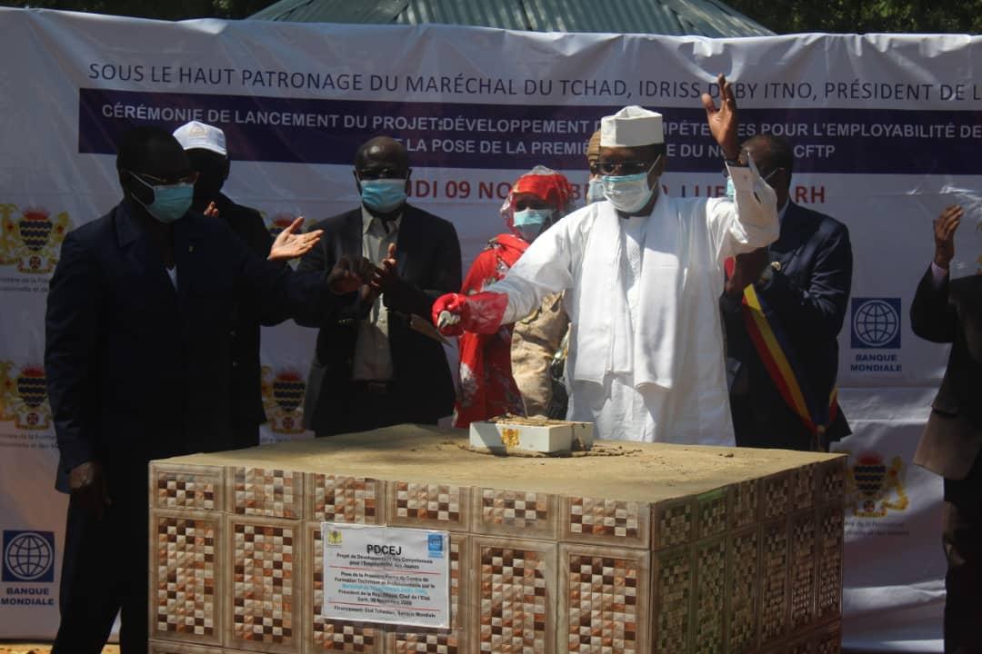 """D'ici le 30 novembre, le Tchad va interdire l'importation des tissus"": Idriss Déby Itno 1"