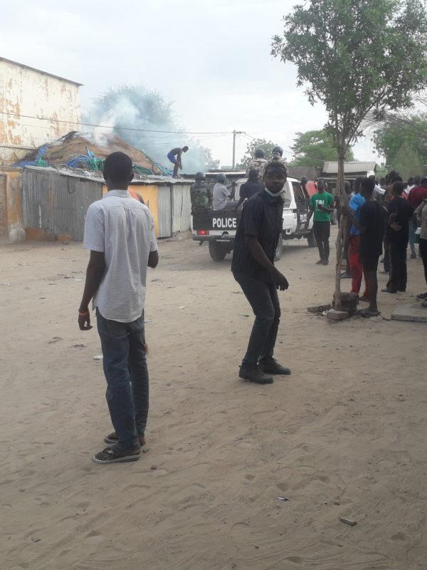 La police tire à bout portant sur un jeune