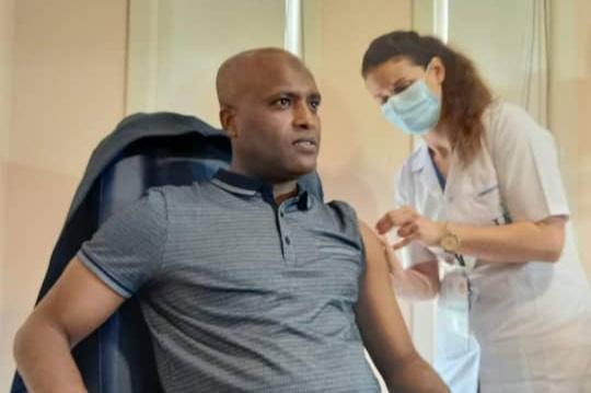 Le ministre de la santé a reçu la 1ère dose de vaccin contre Covid-19 1
