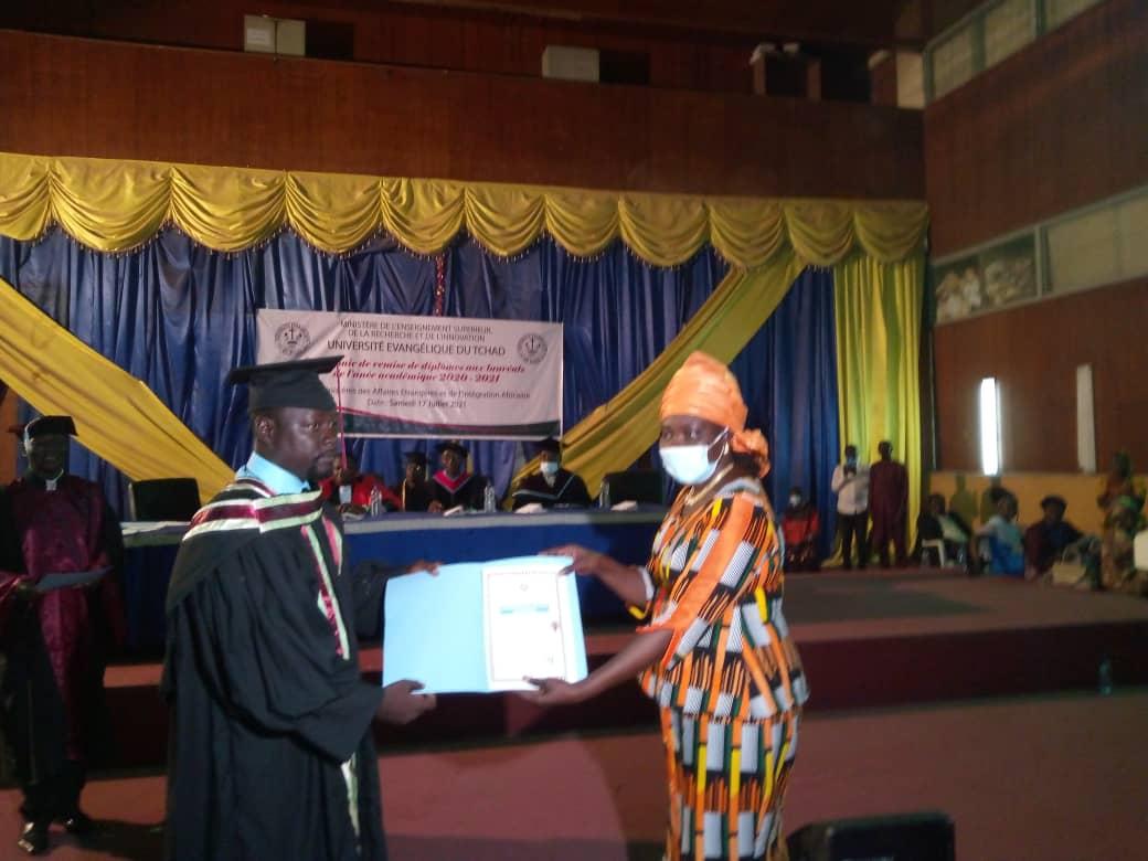 L'université Evangélique du Tchad honore ses lauréats 1