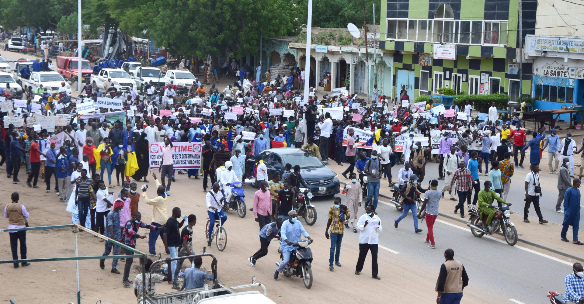 La première marche de Wakit tama sous escorte policière 1