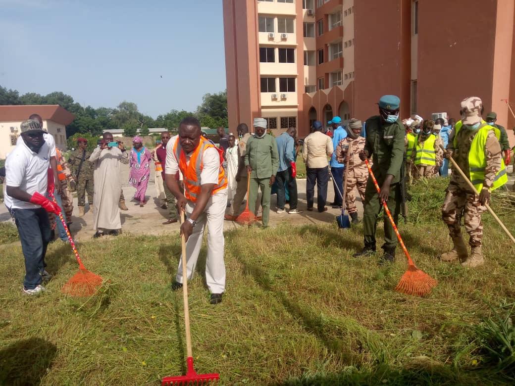 Journée mondiale de nettoyage : les services des douanes tchadiennes en action 1